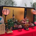 滝沢眞規子さんちの雛人形はコレ>>[吉徳 清水久遊作]ひな人形と一緒に娘ちゃんの名前もチラリっ∑q ゚Д゚ pワオォ