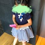 麗禾ちゃん紺色ワンピはコレ>>